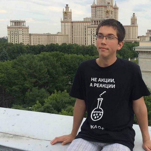 Выпускник получил 100 баллов за экзамен в МГУ, ранее набрав 400 на ЕГЭ