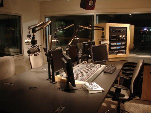 Радио «Спорт-FM» изменит формат и разбавит эфир музыкой