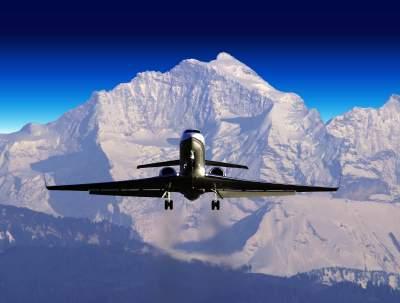 В Швейцарии самолет врезался в ледник: есть жертвы