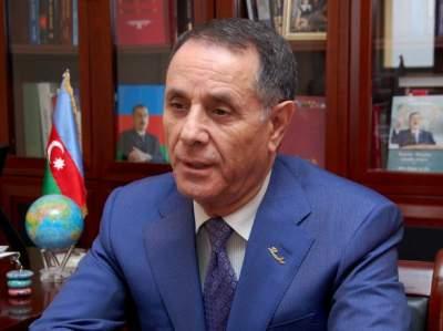 Премьер Азербайджана отговорил мужчину от самоубийства по пути на работу