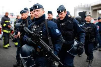 Мигранты забросали французских полицейских камнями, есть раненные