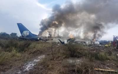 В Мексике разбился самолет: пострадали почти 100 человек