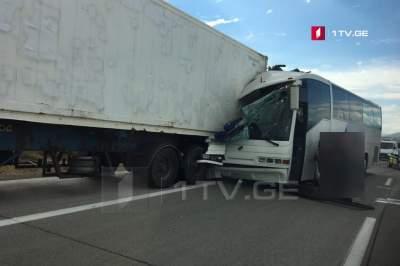 ДТП в Грузии: автобус столкнулся с грузовиком