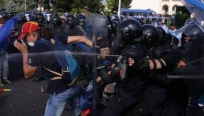 В Румынии митинг разогнали слезоточивым газом