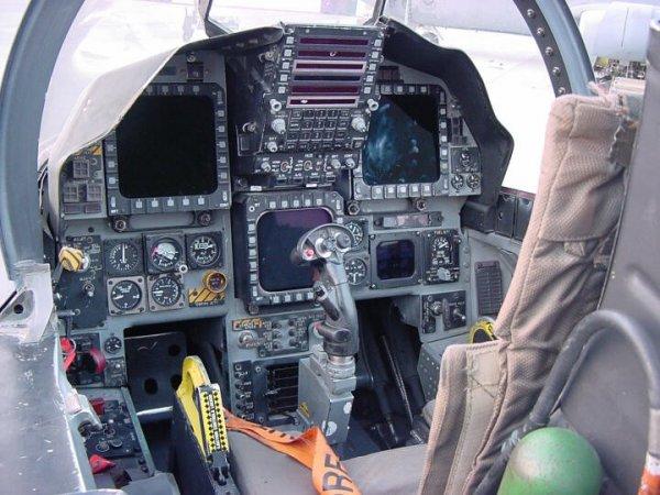 В США создадут технологию мониторинга здоровья пилотов в полете