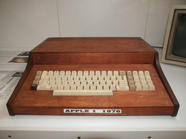 Оригинальный компьютер Apple-1 уйдет с молотка на аукционе