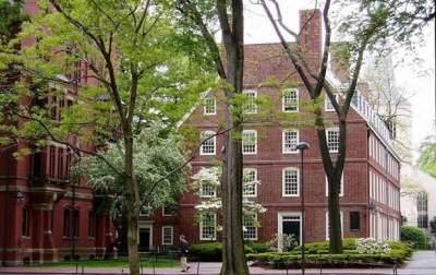 Гарвардский университет оказался в центре расового скандала