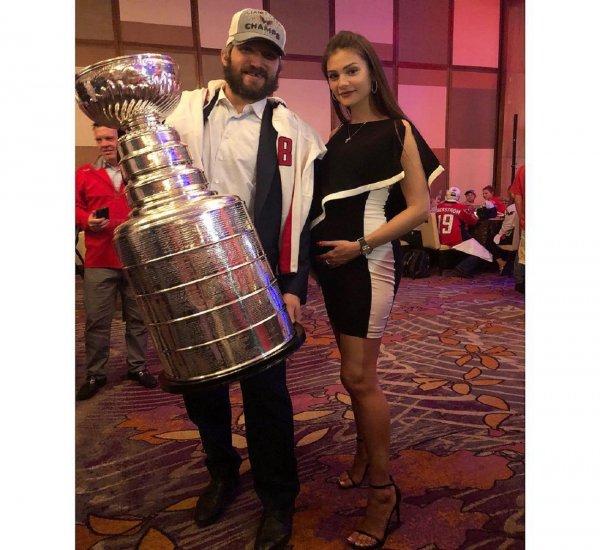 Беременная Шубская помогла мужу Овечкину завоевать Кубок Стэнли