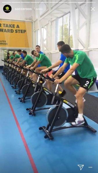 Австралийские футболисты провели в Казани первую тренировку