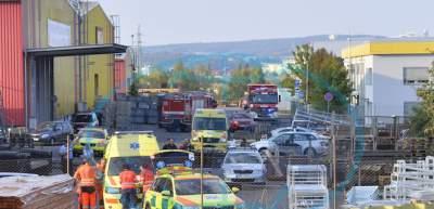 В Чехии вертолет упал на крышу склада: есть жертвы