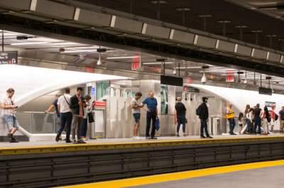 Под разрушенными башнями в Нью-Йорке снова открылась станция метро