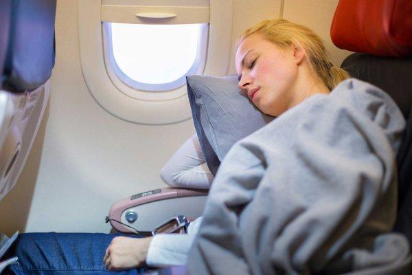 Авиакомпания ищет метод усыплять пассажиров во время перелета
