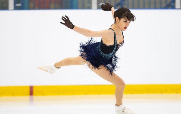 Евгения Медведева восхитила публику своим выступлением в очень коротком платье