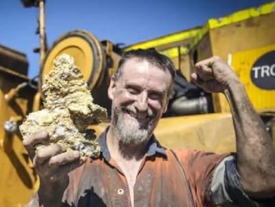 Австралиец нашел трехкилограммовый золотой самородок