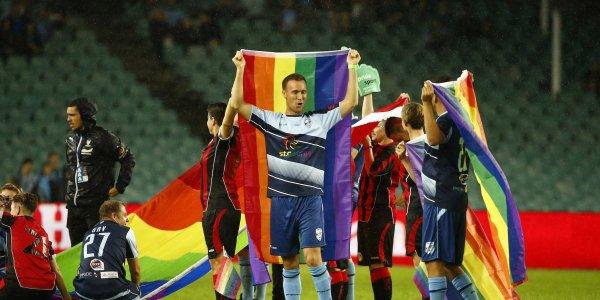 Обещали зарезать: Британские гомосексуалисты боятся умереть в России во время ЧМ-2018