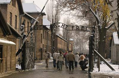 В Польше арестовали туриста, осквернившего стены Освенцима