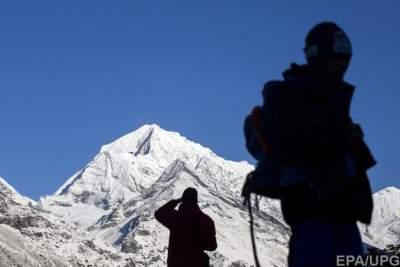 В Гималаях девять альпинистов погибли в результате схода лавины