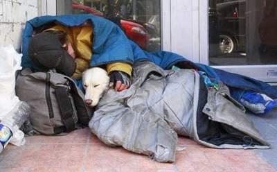 Венгерским бездомным запретили спать на улицах