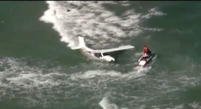 Во Флориде на глазах множества людей самолет рухнул в океан