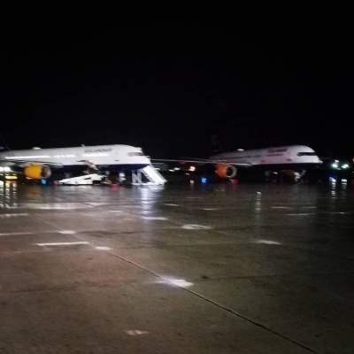 В Канаде пассажирский самолет совершил экстренную посадку