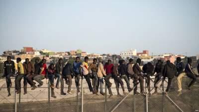 Мигранты пошли на штурм испанского анклава в Северной Африке