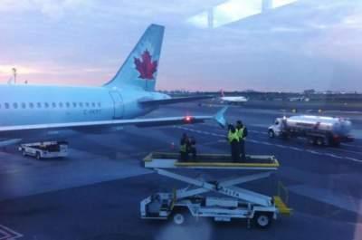 В нью-йоркском аэропорту столкнулись пассажирские самолеты