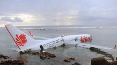 189 жертв: в Индонезии рухнул в море пассажирский самолет
