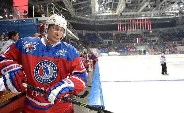 В Сочи Путин принял участие в хоккейном поединке