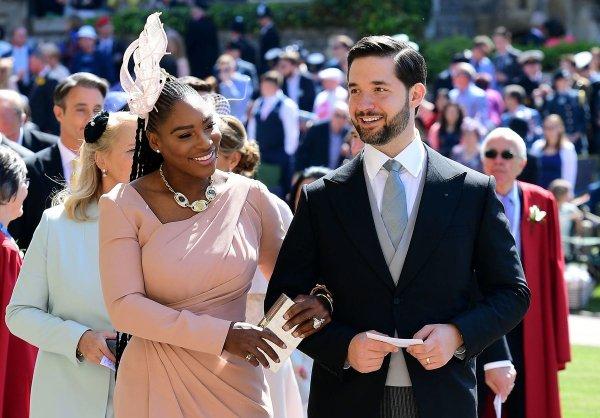 Серена Уильямс выиграла в бир-понг на свадьбе принца Гарри и Меган Маркл