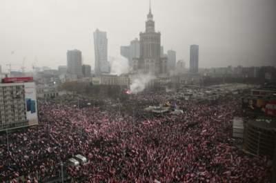 В Варшаве состоялся Бело-красный марш