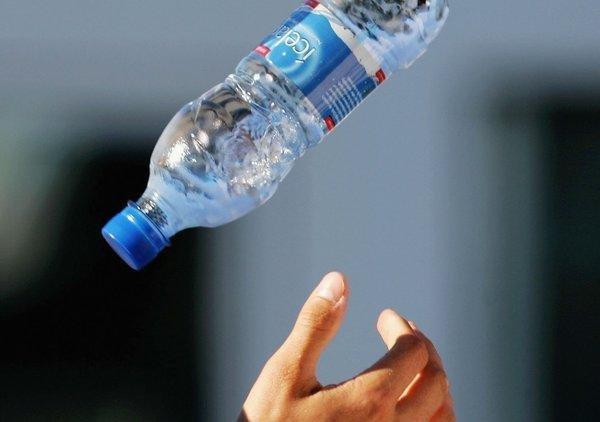 Роботов обучили бросать бутылки в рамках конкурса