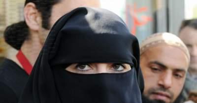 Арабские женщины в знак протеста стали носить одежду шиворот-навыворот