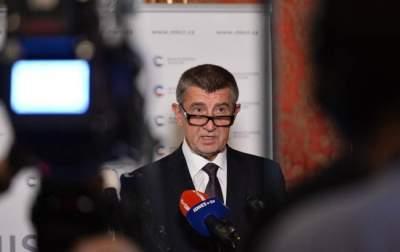 В Чехии тысячи протестующих требуют отставки премьер-министра