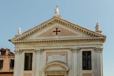 Стало известно, за что с католической церкви взыскали миллиарды налогов