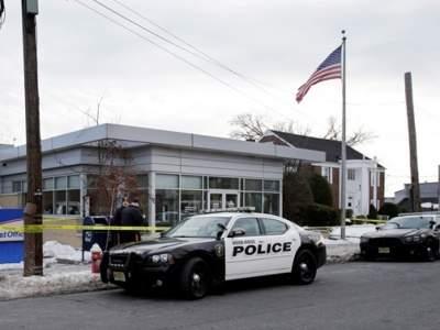 В США неизвестный открыл стрельбу возле магазина