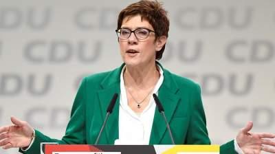 Преемница Меркель заявила о намерении изменить миграционную политику
