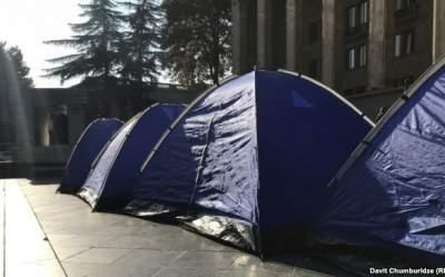 В Грузии представители оппозиции ставят палатки на улицах