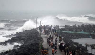Побережье Индии накрыл смертельный циклон