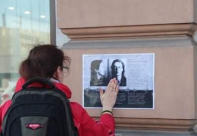 В России на улицах развесили истории репрессированных граждан