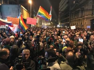 Тысячи сербов устроили протест в Белграде