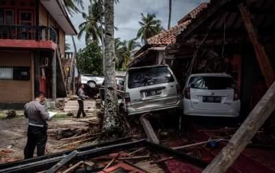 Жертв цунами в Индонезии уже 429 человек