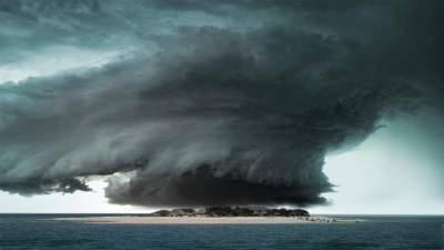 На известный курорт надвигается мощный тайфун