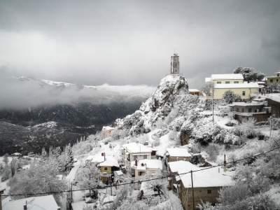 Грецию завалило снегом, появились первые жертвы
