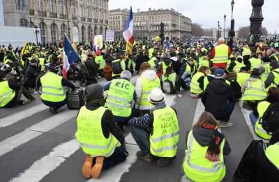 Во Франции задержали 240 участников протестов
