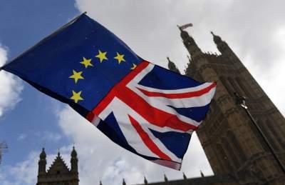 В Британии инициировали недоверие правительству из-за Brexit