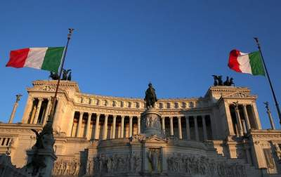 Власти Италии решили уменьшить пенсионный возраст