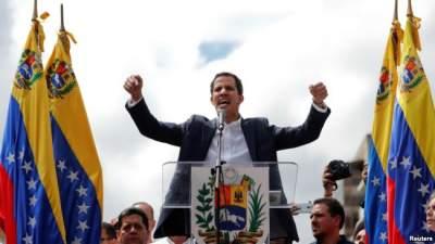 США признали лидера оппозиции новым президентом Венесуэлы