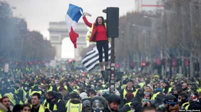 В Париже проходят новые акции протеста