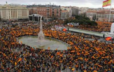 В Мадриде тысячи людей вышли на акцию протеста