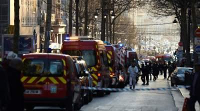 В парижском трамвае мужчина с ножом атаковал прохожего